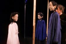 Kranichmädchen Tsuru, der Junge Jutaro und der Großvater Herr Koshihito  - (C) Cassiopeia TheaterVerlag Mierke
